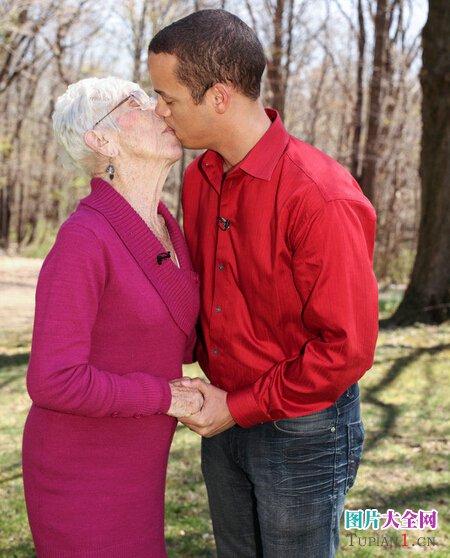 最恶心的图片:91岁的女友