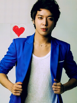 韩国十大帅哥男明星第一名:郑容和图片
