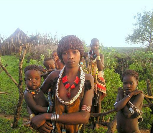 非洲象人族女人图片