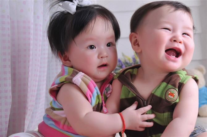 龙凤胎宝宝图片1