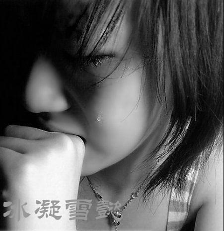 唯美女生伤心哭泣图片